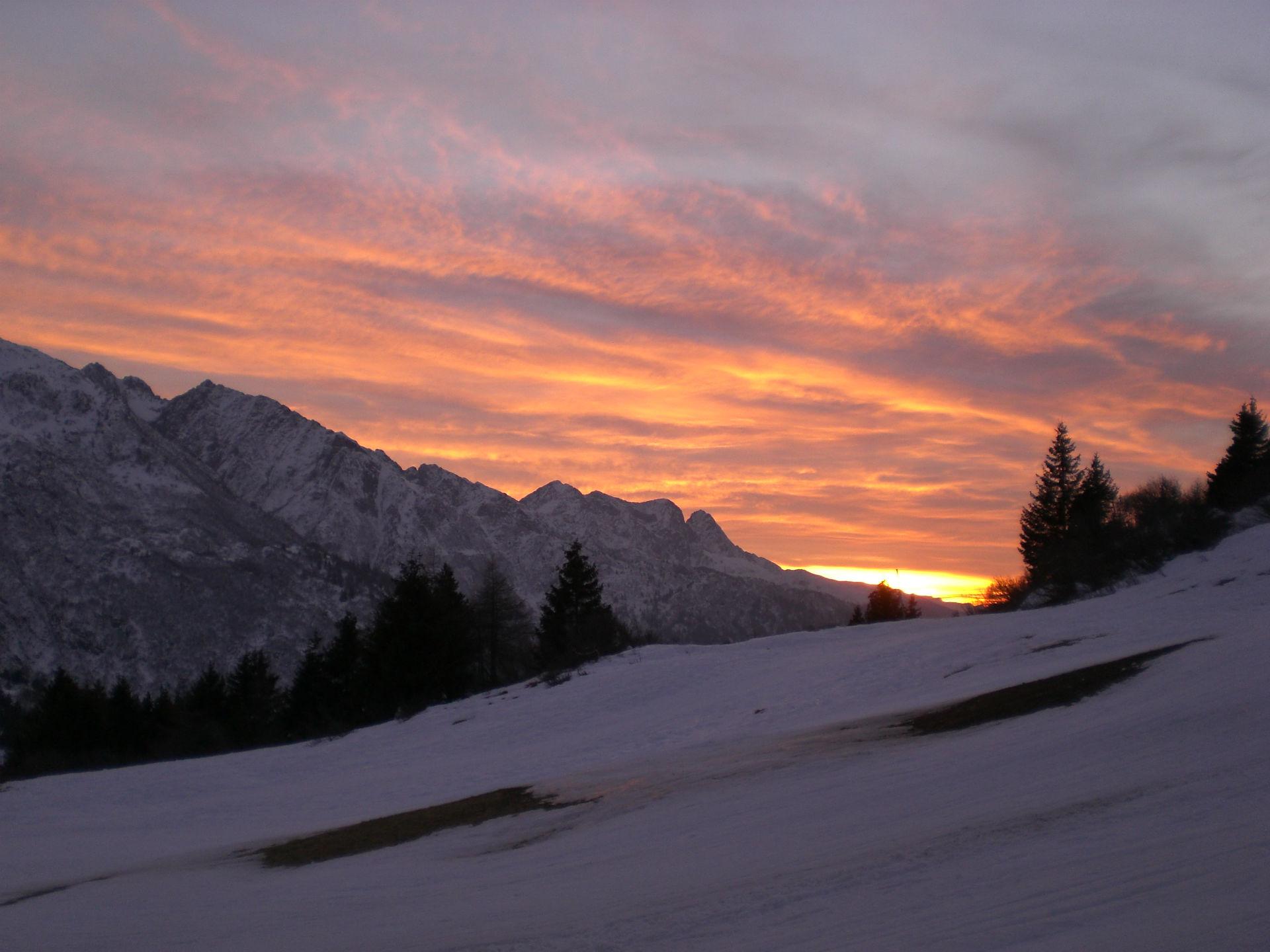 tramonto bellissimo in montagna dal Tonale