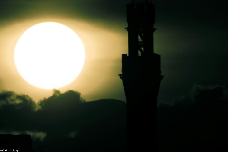 tramonto in città da Siena foto di tramonti in città nuovle sole piazza del campo Siena