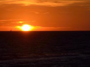 foto di tramonto tramonto Navigare al tramonto sul mediterraneo