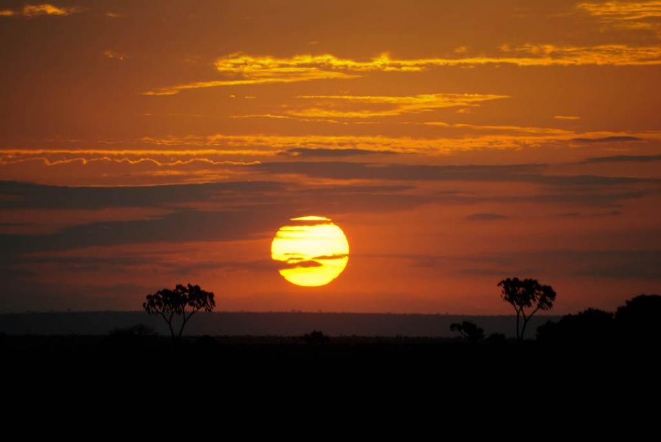 tramonto in Kenia savana foto di tramonto in Africa immagini al tramonto
