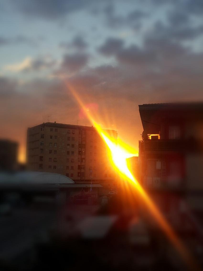 tramonto laser in citta foto di tramonti cittadino immagini al tramonto