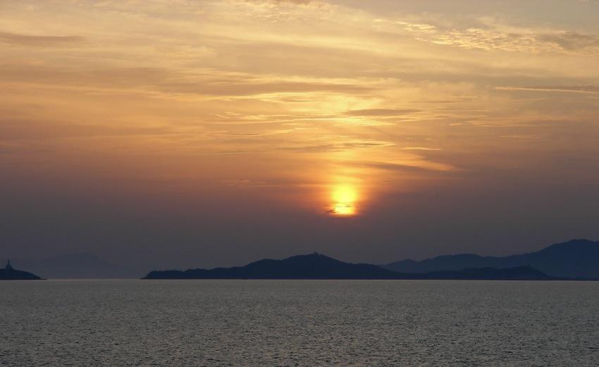 tramonto un tramonot sul mare a Villasimius lasciando la Sardegna